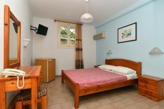 budget room villa katerina bedroom