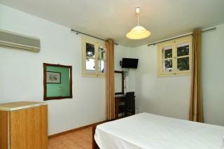 budget room villa katerina interior