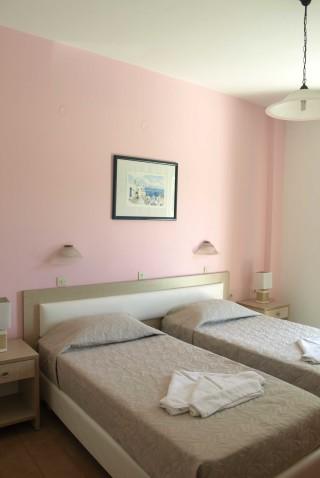 triple room villa katerina beds
